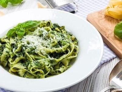 Фетучини со шпинатом и соусом из рикотты