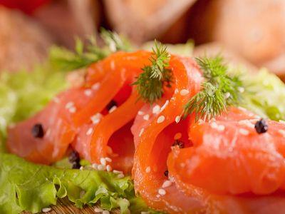 Салат с копчёной форелью