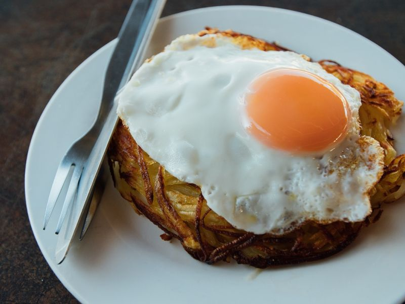 Картофельные рости с яйцом и луком
